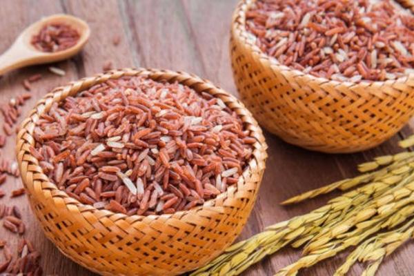 gạo lứt rất thấp chất béo bão hòa cholestrol rất thích hợp cho người muốn giảm cân, giảm béo