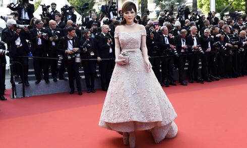 Lý Nhã Kỳ đi giày 20cm để tỏa sáng lần cuối trên thảm đỏ Cannes 2017