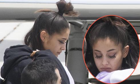 Ariana Grande nức nở trở về nhà sau vụ nổ bom thảm sát ở Manchester