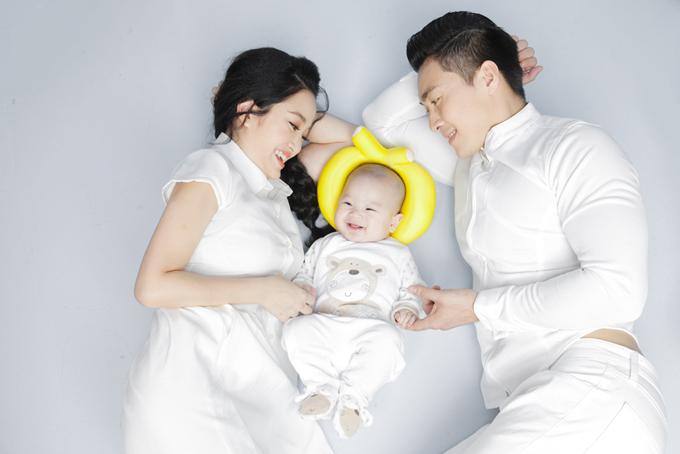 hong-phuong-khoe-con-trai-5-thang-tuoi-bu-bam-dang-yeu