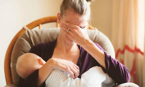 Mẹ bị ung thư vú rơi nước mắt khi cho con bú lần cuối