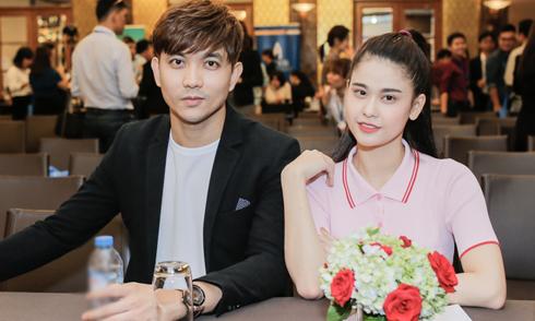 Tim và Trương Quỳnh Anh tình tứ sánh đôi trong sự kiện