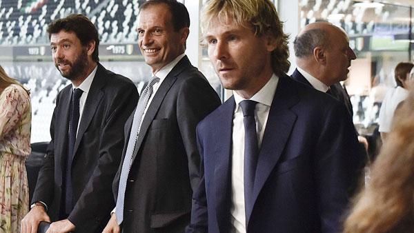 Tiền vệ tài hoa một thời Pavel Nedve cũng được mời tới dự tiệc.