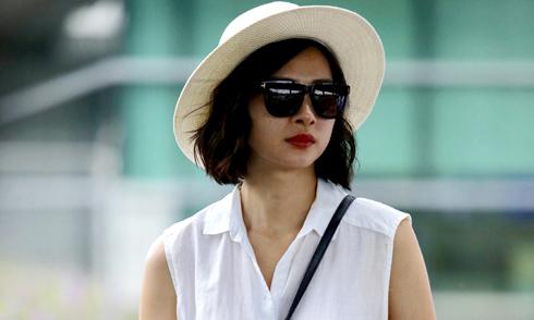Ngô Thanh Vân khoe nhan sắc tươi trẻ ở sân bay