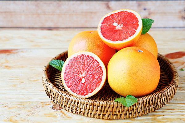 Bưởi chứa hàm lượng vitamin C dồi dào, có tác dụng đốt cháy mỡ thừa.