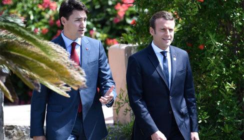 Tổng thống Pháp và Thủ tướng Canada đi dạo trong vườn hoa