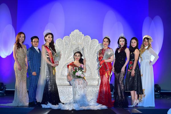 nu-doanh-nhan-viet-dang-quang-hoa-hau-doanh-nhan-nguoi-viet-the-gioi-2017-tai-phap-2