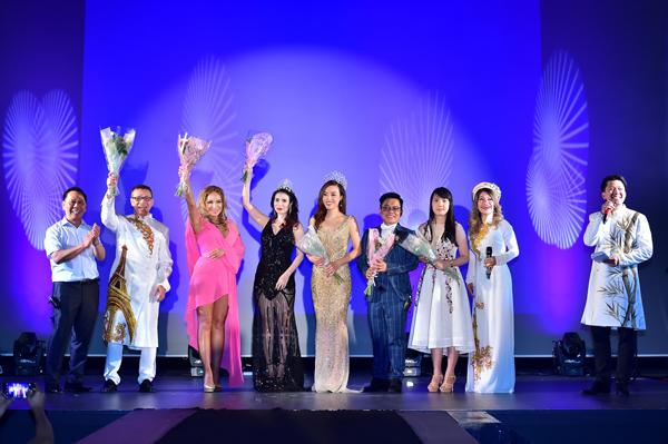 nu-doanh-nhan-viet-dang-quang-hoa-hau-doanh-nhan-nguoi-viet-the-gioi-2017-tai-phap-7