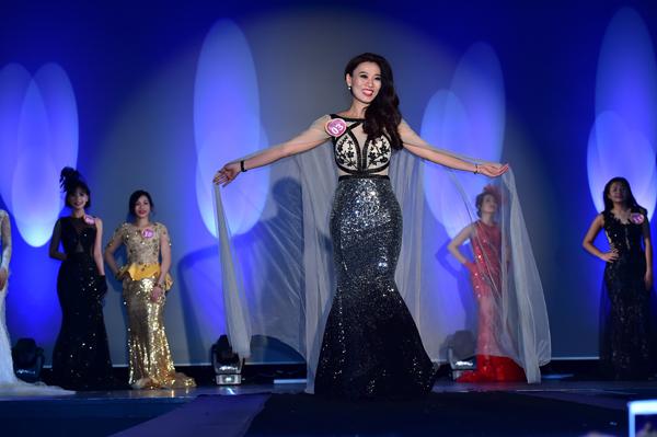 nu-doanh-nhan-viet-dang-quang-hoa-hau-doanh-nhan-nguoi-viet-the-gioi-2017-tai-phap-3