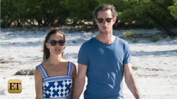 Ngay sau khi tổ chức nghi lễ chưa tới một ngày, cặp đôi đã tay trong tay bay tới Los Angeles, sau đó chuyển tiếp đến hòn đảo Tetiaroa thuộc sở hữu của đại giaMarlon Brando