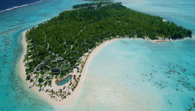 Theo AP, ông Obama đã tới đây bằng một chuyên cơ tới Tahiti. Hòn đảo được lấy tên theo người sở hữu hòn đảo từ năm 1967.