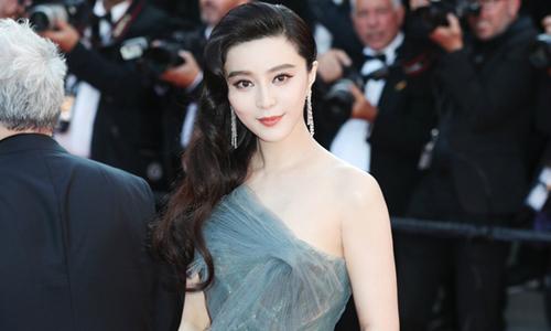 Phạm Băng Băng khoe da trắng, dáng nuột trong lễ bế mạc Cannes