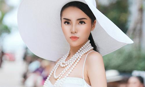 Hoa hậu Kỳ Duyên kiêu kỳ trên sàn diễn thời trang
