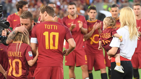 totti-khoc-cuoi-trong-vong-tay-vo-con-ngay-chia-tay-as-roma-12