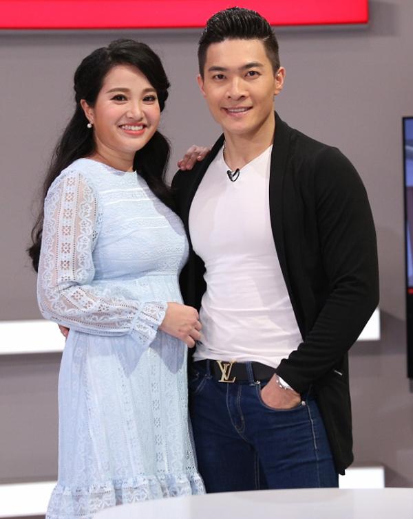 hong-phuong-nghen-ngao-ke-chuyen-sinh-con-ma-khong-co-chong-ben-canh