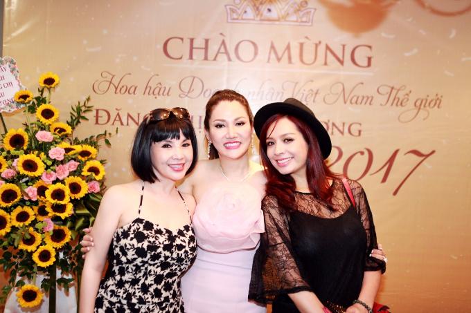 thuy-hang-don-tan-hoa-hau-doanh-nhan-xuan-huong-ve-nuoc-5