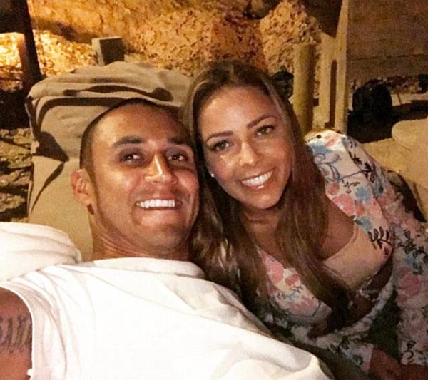Thủ môn Navas đã đưa ra một cái nhìn lãng mạn về riêng mình với vợ Andreas Salas