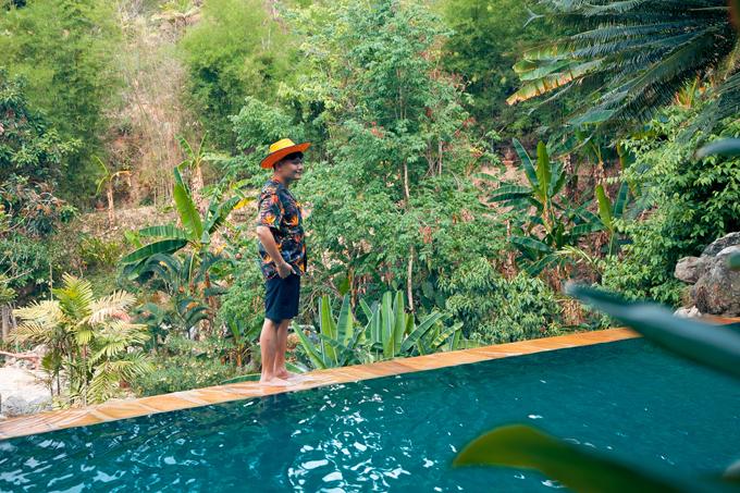 Về chỗ ở, Chiang Mai có đầy đủ các thể loại nhà nghỉ, khách sạn từ bình dân đến thượng lưu, đặc biệt, nếu có điều kiện các bạn có thể thử chọn cho mình một khu resort nghỉ dưỡng ở trên đỉnh núi cao ở các khu Mea Rim, Mea Sa, giá cả cũng rất hợp lý chứ không quá đắt đỏ.