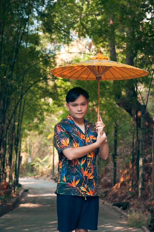Không chỉ có những thắng cảnh hùng vĩ, đậm chất thiên nhiên, những du khách yêu thích sự sôi động, hiện đại cũng có thể tìm đến khu Nimmanhemin - tạm gọi là khu vực trẻ hoá của Chiang Mai với vô số quán xá, nhà nghỉ, khách sạn cũng như các nhà hàng, quán cà phê với cách bài trí đa dạng và đẹp mắt. Đây là khu vực tập trung rất nhiều khách du lịch trẻ tuổi buổi đời sống về đêm rất sôi động và nhộn nhịp.