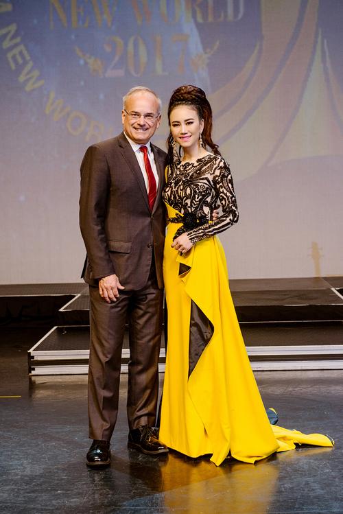 chung-ket-ms-vietnam-new-world-2017-1