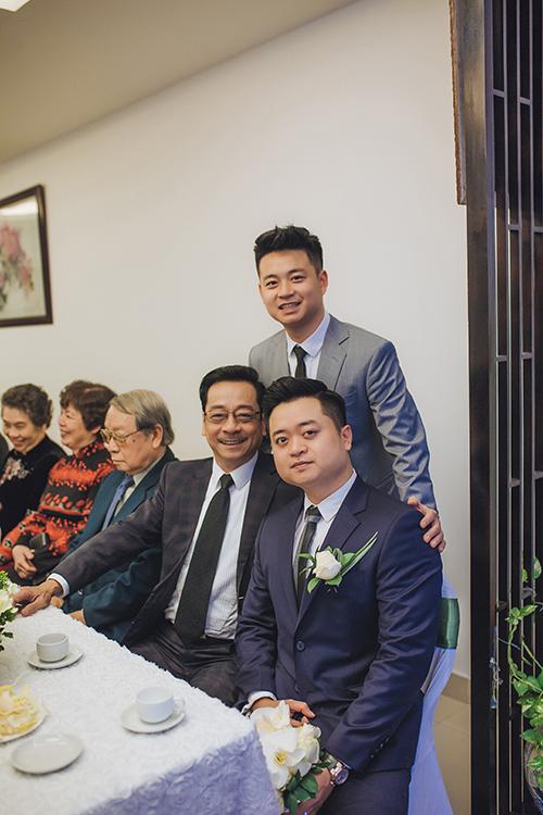 Trước đây, NSND Hoàng Dũng từng hy vọng con trai sẽ nối nghiệp diễn nhưng cuối cùng, Hoàng Duy lại quyết định trở thành một doanh nhân. Đám cưới của chú rể Hoàng Duy và cô dâu Hồng Trang diễn ra ngày 8/2 tại Hà Nội, bắt đầu với lễ đón dâu vào buổi sáng và tiệc mừng tại một khách sạn 5 sao sau đó.