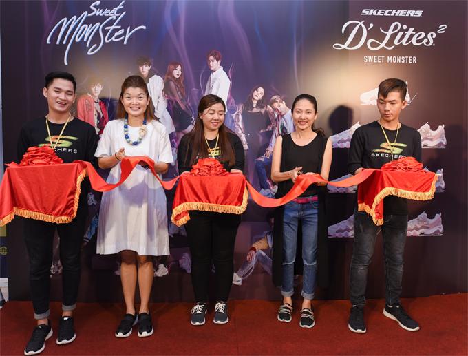 Ban đại diện của Skechers Singapore tại Vietnam và đại diện Skechers tại Maison Group cắt băng khánh thành cửa hàng mới.