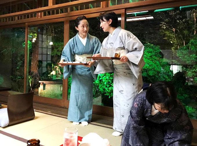 nha-hang-luon-gan-230-tuoi-o-tokyo-1