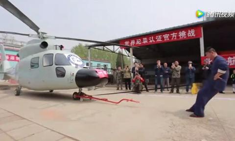 Cao thủ Thái Cực Quyền kéo trực thăng 5 tấn bằng 'của quý'