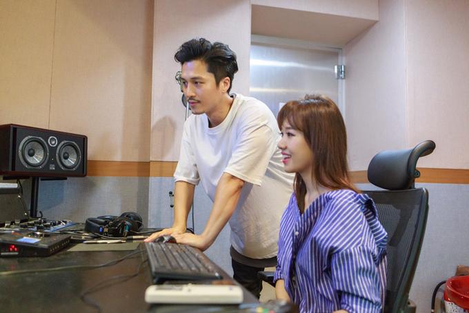 hari-won-ve-han-quoc-gap-nha-san-xuat-am-nhac-cua-nhom-sistar