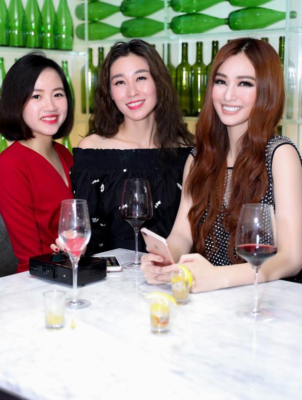 khanh-my-tao-bao-dien-vay-mong-tang-khoe-vong-3-trong-su-kien-5