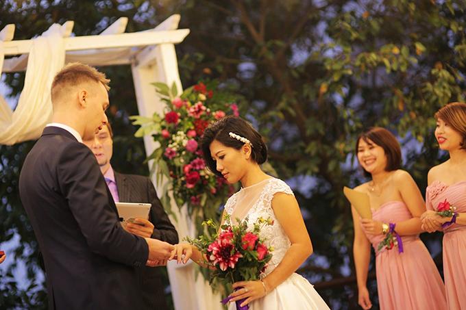 Cô dâu Phương Đào đã có nhiều năm sinh sống và làm việc tại Ukraine trước khi về quê hương và trở thành Giám đốc kinh doanh của một trong những start up lớn nhất tại Việt Nam  Công cụ tìm kiếm Cốc Cốc.