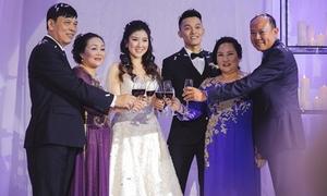 Đám cưới trong ngày nóng kỷ lục ở Hà Nội của em gái Wanbi Tuấn Anh