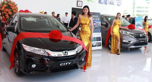 Nhân dịp khai trương, Honda Ôtô Kường Ngân có nhiều chương trình khuyến mại hấp dẫn cho những khách hàng mua xe mới và sử dụng dịch vụ chính hãng tại Đại lý.