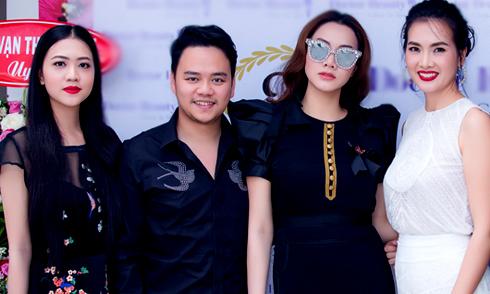 Trang Nhung cùng ông xã và cháu gái xinh đẹp tới chúc mừng Anh Thư