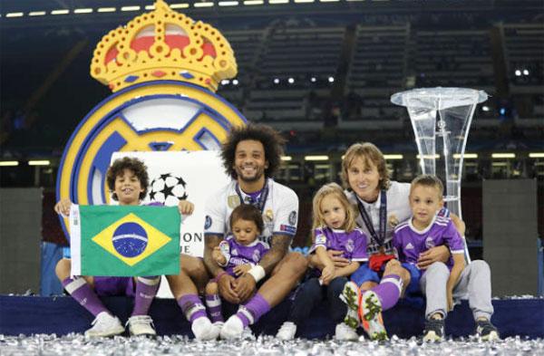 Marcelo và Modric bên các thiên thần yêu quý.
