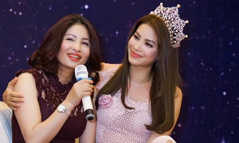 Phạm Hương: 'Người ta từng khen mẹ tôi đẹp và chê tôi xấu quá'