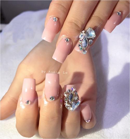 hot-nails-uu-dai-30-dip-khai-truong-3
