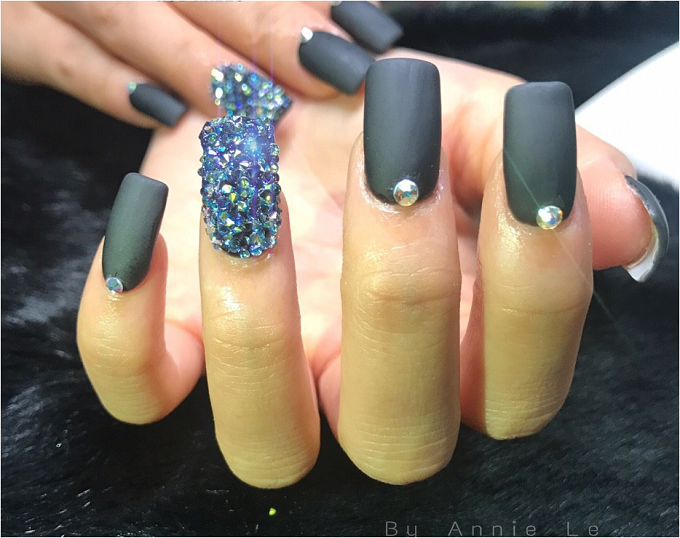 hot-nails-uu-dai-30-dip-khai-truong-4