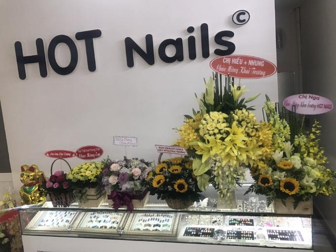 hot-nails-uu-dai-30-dip-khai-truong