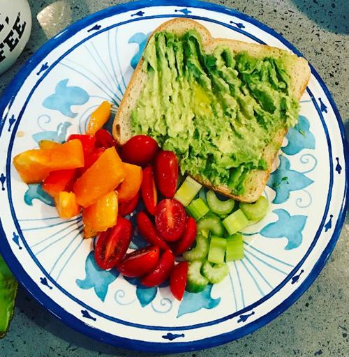 Chế độ ăn nhiều rau xanh giúp Hoa hậu Israel có được thân hình săn chắc.