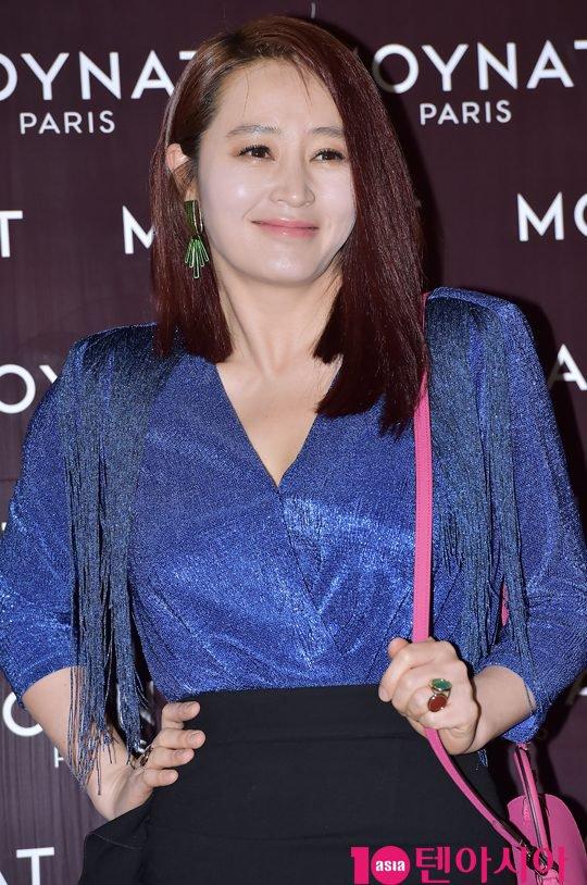 kim-hye-soo-tuoi-47-khien-khan-gia-nguong-mo-vi-ve-dep-day-suc-song