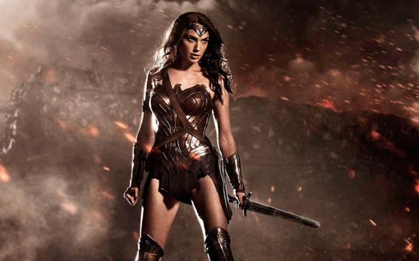 Vóc dáng hoàn mỹ của Gal Gadot trong phim Wonder Women.