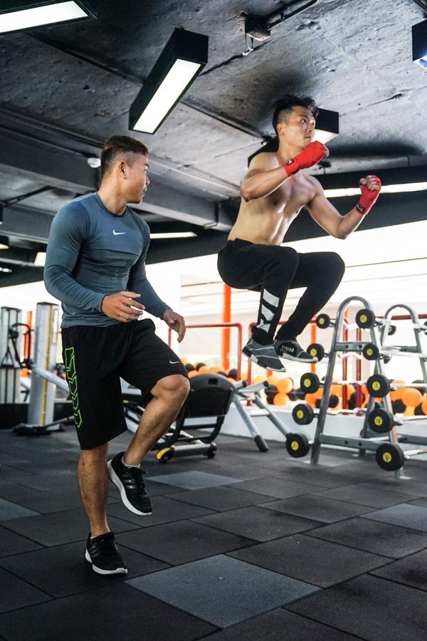 xuan-phuc-coi-tran-khoe-body-trong-phong-gym-10