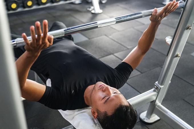 xuan-phuc-coi-tran-khoe-body-trong-phong-gym-1