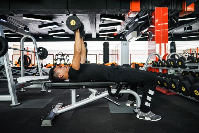 xuan-phuc-coi-tran-khoe-body-trong-phong-gym-3