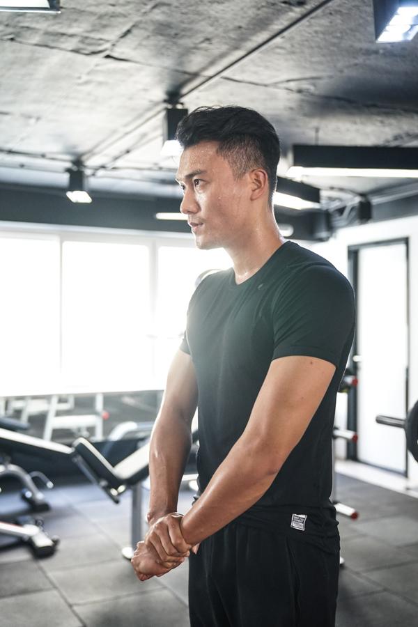xuan-phuc-coi-tran-khoe-body-trong-phong-gym-4