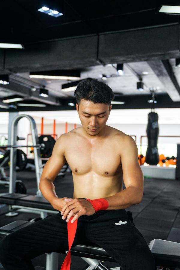 xuan-phuc-coi-tran-khoe-body-trong-phong-gym-7