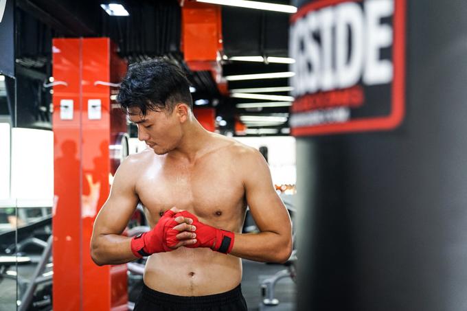 xuan-phuc-coi-tran-khoe-body-trong-phong-gym-8