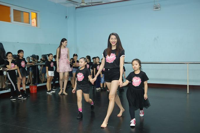 Chiều ngày 6/6, Ngọc Quyên và Hưng Phúc đã có buổi tập luyện cho tiết mục biểu diễn trong đêm Asian Kids Fashion Show sắp diễn ra.