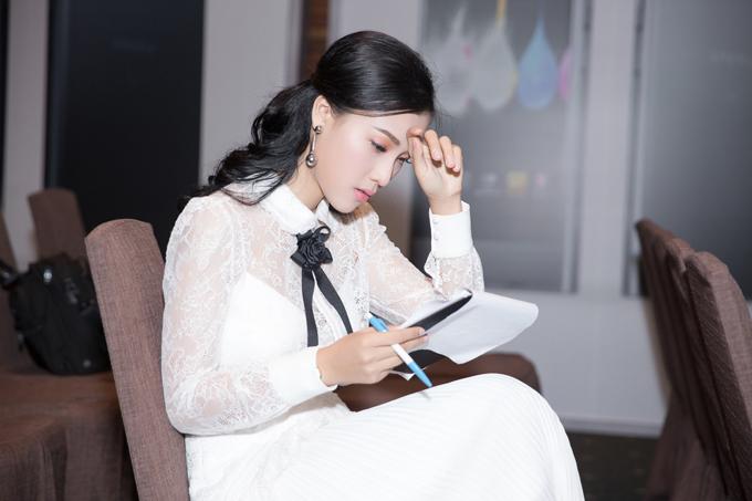 giua-on-ao-chia-tay-ban-trai-kem-tuoi-hoang-oanh-van-rang-ro-di-su-kien-3
